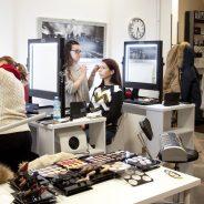 Le nostre allieve con la nostra insegnante durante una lezione del corso Makeup nella nostra sede di Trieste !!!!