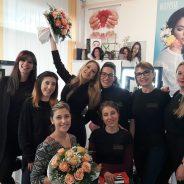 La nostra insegnante insieme ai nostri studenti durante l'esame del corso di MASTER CLASS TRUCCO Nella nostra sede di Udine !!!! Complimenti !!!!